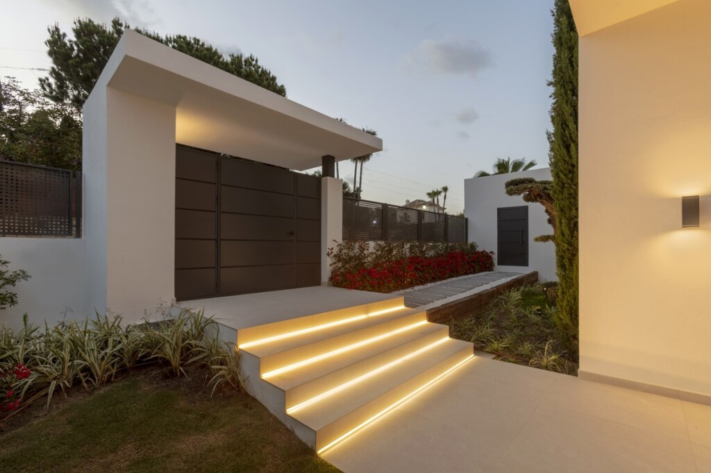 New Modern 4 Bedroom Villa with Pool in the New Golden Mile, Marbella, Spain, €3,450,000