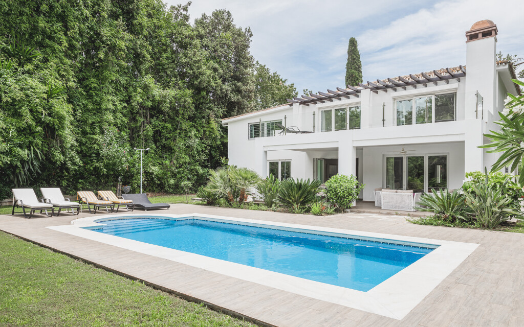 4 Bedroom Villa with Private Pool in Las Brisas, Nueva Andalucia, Malaga, Spain, €1,695,000