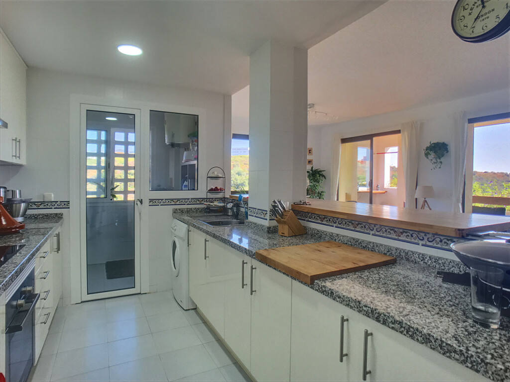Corner 2 Bed  Apartment with Sea and Golf Views for sale in La Duquesa, Manilva €195,000